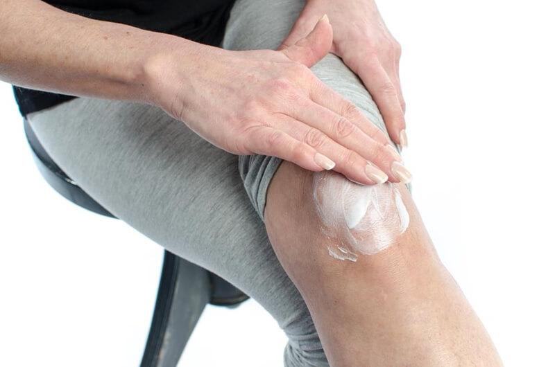 膝の黒ずみクリーム