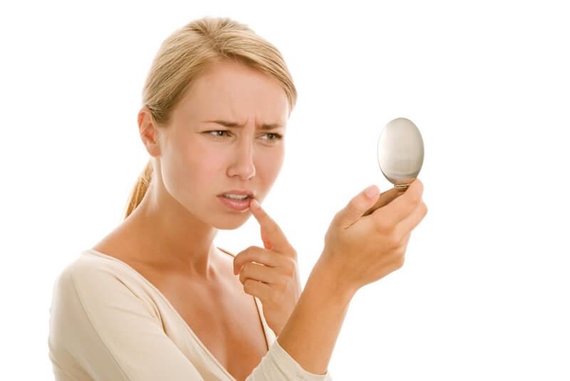 口周りニキビの原因と治し方!吹き出物が治らない時のケア方法