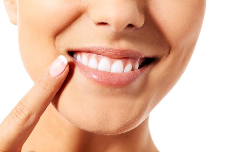 歯を白くする方法9選!歯の黄ばみや汚れを落とす対策とは?