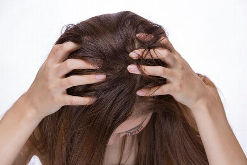 頭皮の臭いの原因と改善する方法7選!ニオイ対策で悩み解消