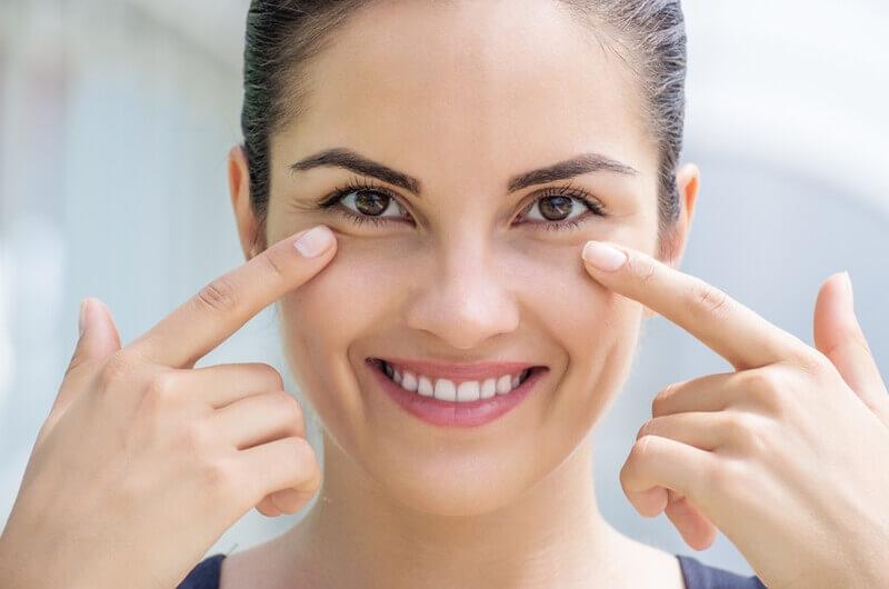 目の下のたるみを解消する化粧品や美顔器で目袋のハリをUP!